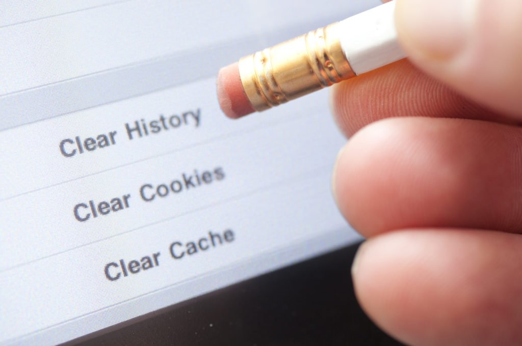 Eraser pointing to the clear history option on a computer.